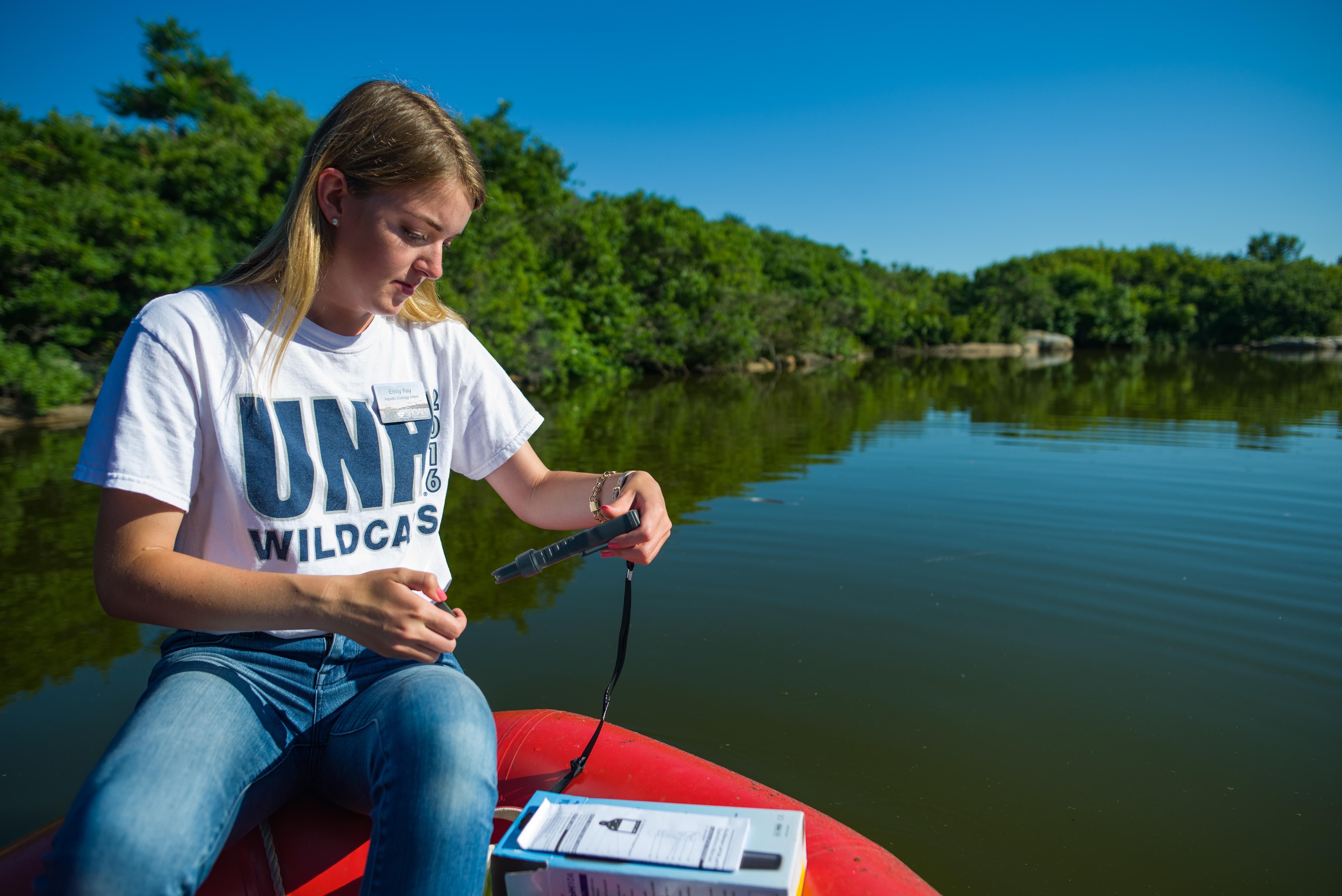 Emily Ray '20 tests Crystal Lake for cyanobacteria