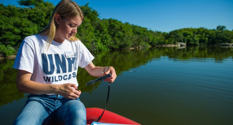 Emily Ray '20 tests Crystal Lake for cyanobacteria